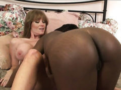 Black Wendy Breeze fulfills her lesbian needs with
