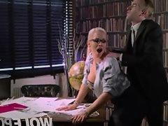 The bitch of my secretary seduces me